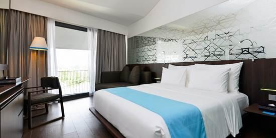 近代的リゾートホテル アイズ スミニャック